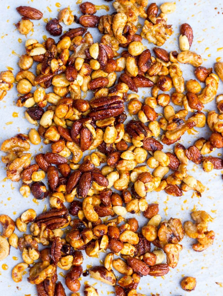 Sriracha & Maple Roasted Mixed Nuts-0800