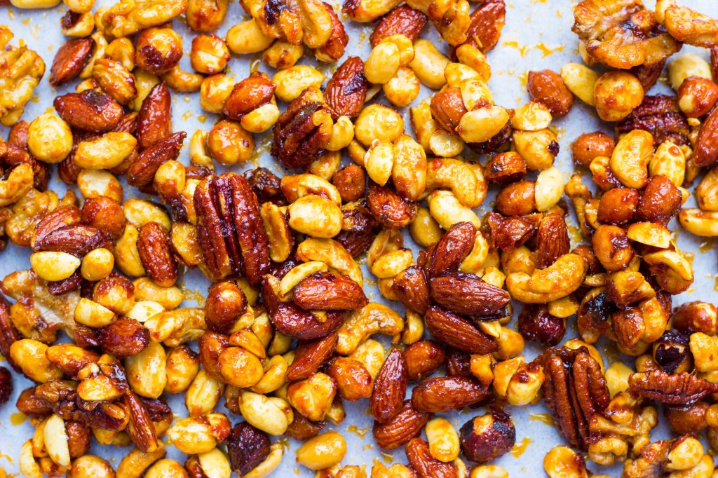 Sriracha & Maple Roasted Mixed Nuts-0807