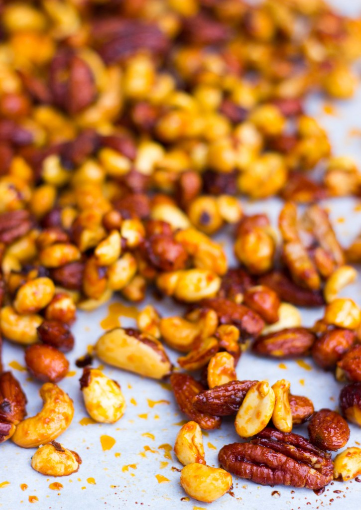 Sriracha & Maple Roasted Mixed Nuts-0824