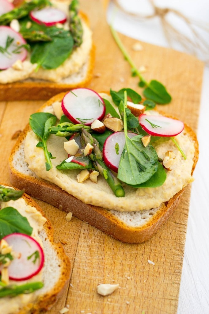Fresh Spring Toasts with Hummus-3208
