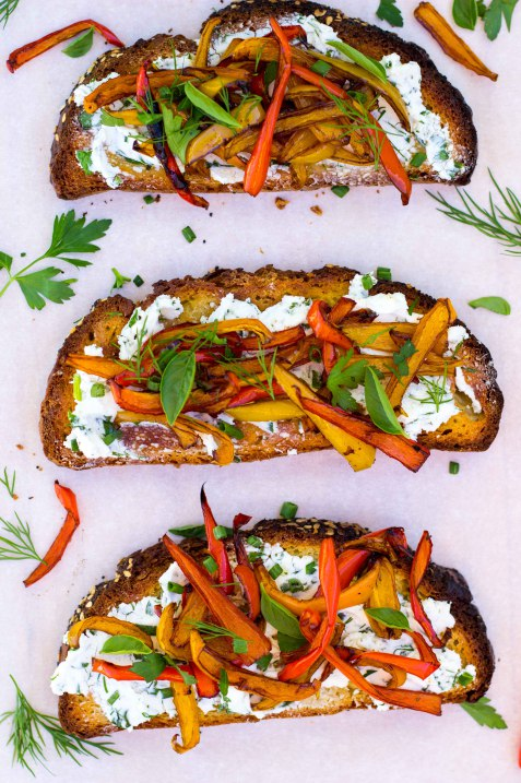 Herbed-Goat-Cheese-Toasts-with-Balsamic-Roasted-Sweet-Peppers-0149
