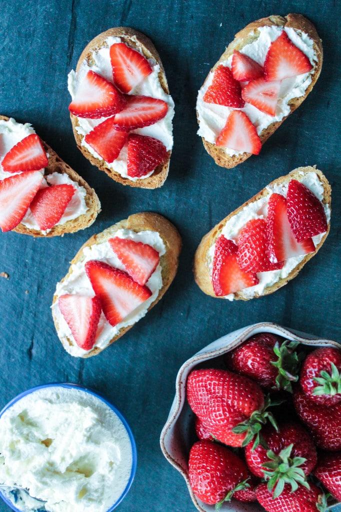 Whipped-Feta-Crostini-with-Strawberries-4-Bites-of-Bri-682x1024
