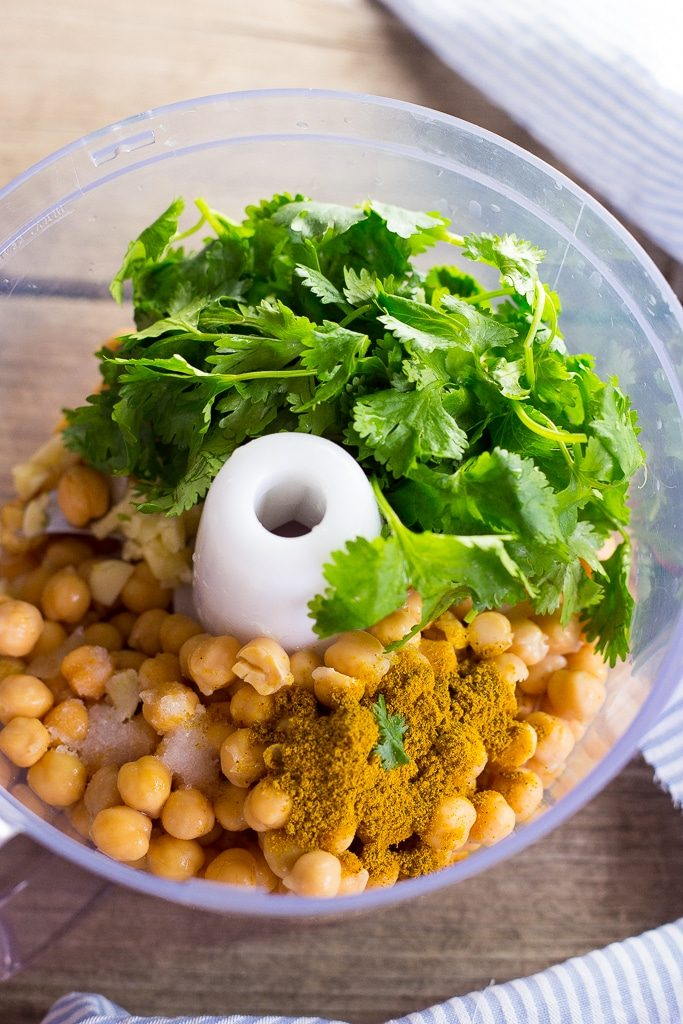 Creamy Hummus with Curry and Cilantro-0721