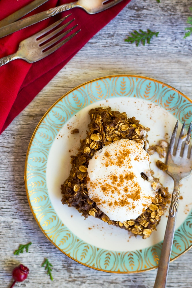 This Gingerbread Baked Oatmeal is such a great make-ahead breakfast for the holidays!  All the great flavors of classic gingerbread in a comforting and healthy oatmeal bake!