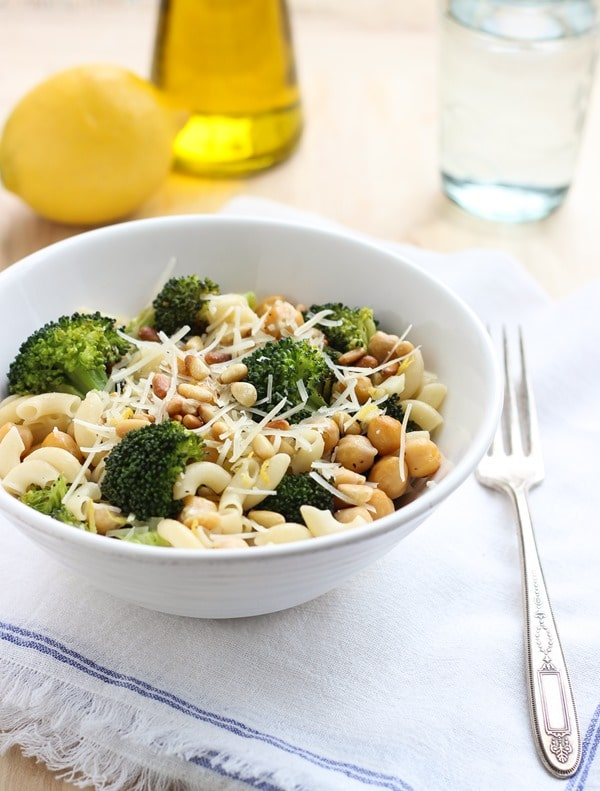 35 Protein Packed Vegetarian Pasta Recipes!  Each delicious pasta recipe is also packed with tons of protein!