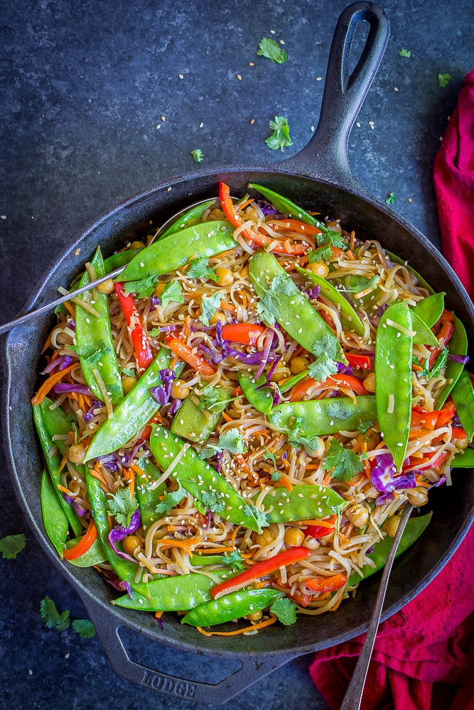 30 Minute Sesame Ginger Noodles with Vegetables- A quick, easy healthy and delicious Asian inspired vegan dinner recipe.  Your family will be so impressed with this meal! Gluten Free/Vegan/Vegetarian/30 Minute Dinner